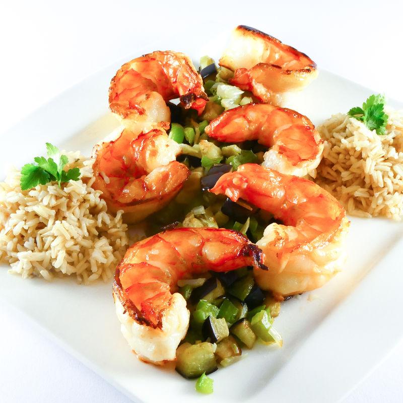 Gemüsetopf mit Garnelen - Rezeptfoto mit Reis und Melanzani
