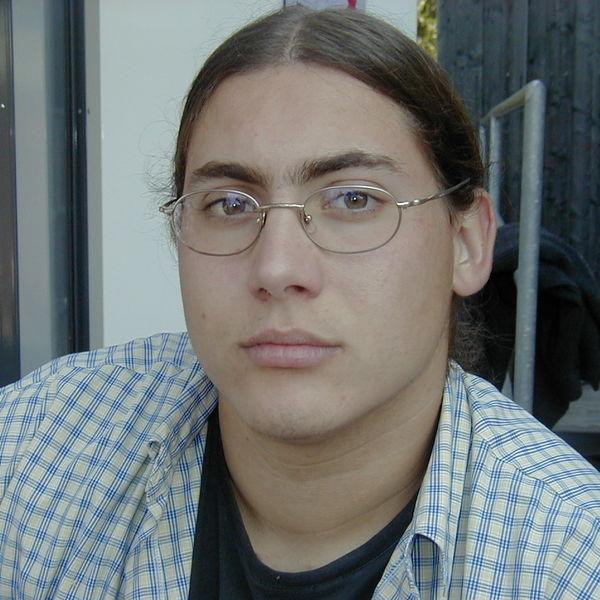 Severin früher - Gesicht mit Brille, wohl genährt