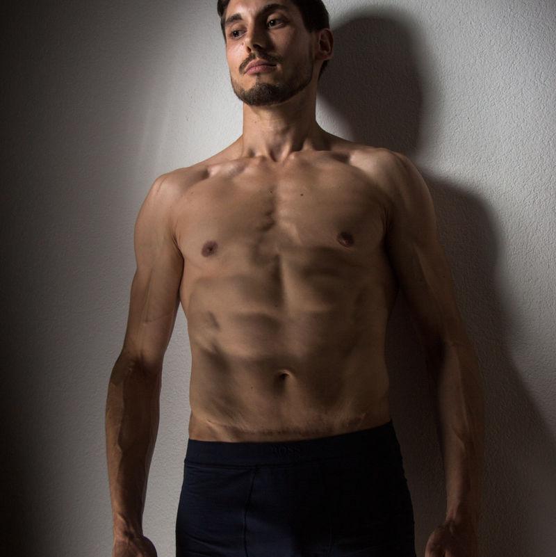 Severin - Bauchmuskulatur, nackter Oberkörper